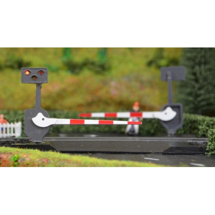N Gauge Pair Of Level Crossing Barriers With Lights & Sound