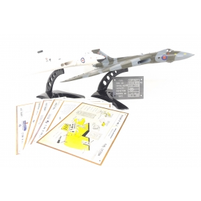 Bachmann 30-375B Avro Vulcan Collector Pack