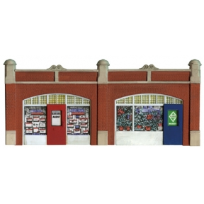 Wills SS18 OO Gauge Station Forecourt Shops