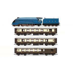 Hornby R3402 OO Gauge LNER Queen Of Scots Train Pack Limited Edition